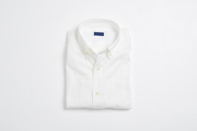 シャツに合わせた通勤コーデ